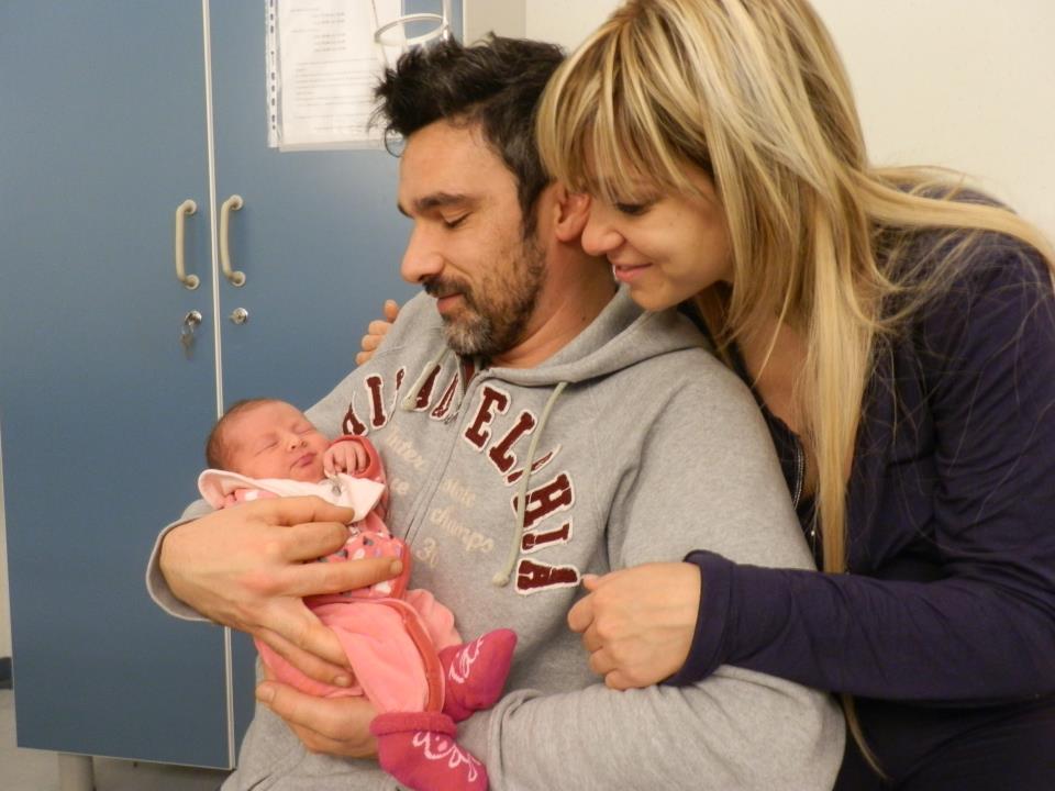 Sheril con mamma Ilaria e papà Luca